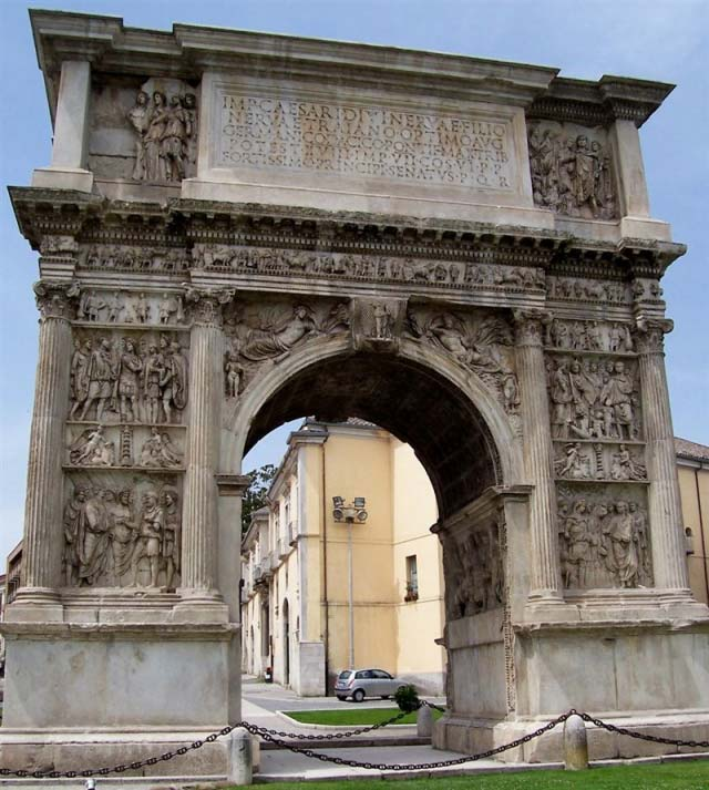 Benevento Arco di Traiano